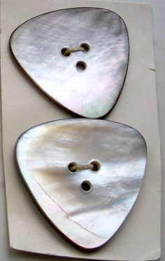 """Perlmuttknöpfe """"Mother of pearl"""" Old And New, Sewing Ideas, Triangle, Shells, Faces, Textiles, Magic, Plastic, Pearls"""