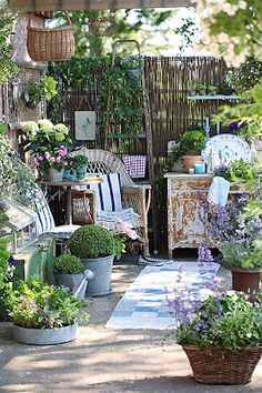 I would to sit in this garden nook, drink a cup of coffee, listen to the birds and read a book.
