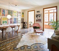 apartament barceloński, kamienica z początku 20tego wieku, puzzle nowoczesne i historyczne układją się w spójną całość