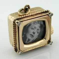 14K Gold TV Diamond Music Box Vintage Charm - Plays La Vie En Rose - Edith Piaf