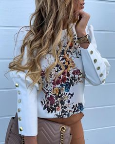 Floral Print Buttoned Detail Casual Blouse Women's Best Online Shopping - Offering Huge Discounts on Dresses, Lingerie , Jumpsuits , Swimwear, Tops and More. Robe Bodycon, Mode Kpop, Mode Style, Pattern Fashion, Casual Tops, Sleeve Styles, Ideias Fashion, Floral Prints, Clothes For Women