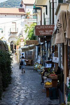Ravello, Italy   Guilia Scarpaleggia on flickr