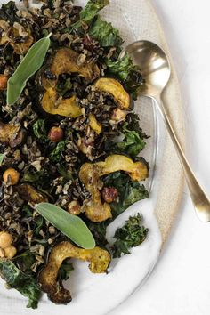 I have and this Crispy Kale Wild Rice Squash Salad its the perfect side to serve. Healthy Holiday Recipes, Vegan Recipes, Vegan Gluten Free, Vegan Vegetarian, Brown Rice Cooking, Squash Vegetable, Squash Salad, Wild Rice, Plant Based Recipes