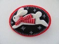Felt Bunny Pin via Etsy: beautiful inspiration for a quilt block Felt Christmas Ornaments, Christmas Crafts, Christmas Bunny, Christmas Nativity, Christmas Printables, Felt Bunny, Felt Decorations, Felt Brooch, Penny Rugs
