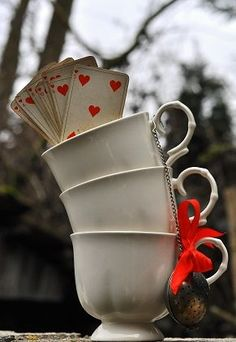 surprise heart tea cups for #madteaparty or alice in wonderland tea! #aliceinwonderland #tea #teacup