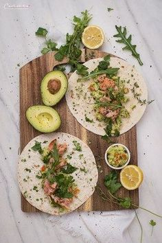 Lachs Guacamole Wraps - New Site Smoked Salmon Recipes, Fish Recipes, Seafood Recipes, New Recipes, Crockpot Recipes, Healthy Recipes, Guacamole, Grilled Salmon, Baked Salmon