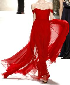 Scarlet gown, Monique Lhuillier~