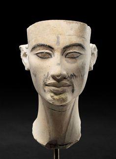 Modelo de la cabeza de la estatua de Nefertiti. New Kingdom, 18th dynasty, 1351-1334 BC; limestone Donation James Simon © Staatliche Museen zu Berlin. Sandra Steiß