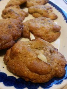 Sprøde cookies med M: marcipan, mandler og Marsbar