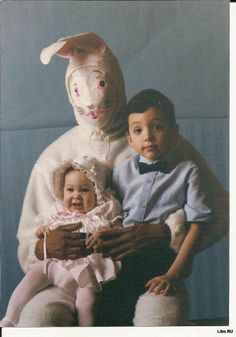 awful easter bunny costume What is wrong with these parents? Creepy Easter Bunny Pictures - Don't Show These to The Kids Easter Bunny Pictures, Bunny Pics, Bunny Images, Easter Bunny Costume, Vintage Magazine, Awkward Family Photos, Happy Easter Bunny, Innocent Child, Vintage Easter