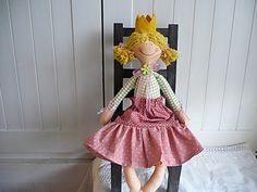 Princezna Rozárka Princezna je dlouhá asi 44cm.Plněná je dutým vláknem.