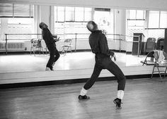American dancer and choreographer Bob Fosse works out routines alone at the Broadway Arts Studio New York New York January 30 1980 Bob Fosse, Universal Studios, Hollywood Glamour, Classic Hollywood, Contemporary Dance Moves, New York January, Sweet Charity, Angeles, Robert Louis