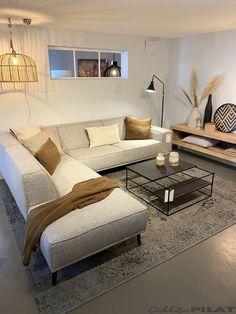 Table Decor Living Room, Home Design Living Room, Corner Sofa Design, House Rooms, Home Decor Inspiration, Home Interior Design, Leather Furniture, Future, Fabric