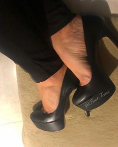 """My pinkie. """"I wanna see, I wanna see! Hot Pink Toes, Foot Love, Sexy High Heels, Character Shoes, Dance Shoes, Instagram, Fashion, Dancing Shoes, Moda"""
