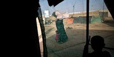 """""""Los sirios han huido de una terrible guerra civil que sigue en curso, muchos han sido testigos de muertes traumáticas de sus familiares, del daño a infraestructuras, de la destrucción de su país, sólo para llegar a el berm y conseguir ayuda en un lugar al que no puede llegar la ayuda."""" Así es la emergencia humanitaria que se desarrolla actualmente en la frontera entre #Siria y #Jordania, en donde miles de personas están atrapadas sin acceso a los servicios para cubrir sus necesidades…"""