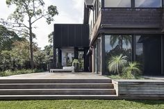 With an already existing 1920s two-storey brick home in the leafy suburb of Bellevue Hill in Sydney's Eastern Suburbs, architects Architect Prineas designed House Pranyama as an additional space next to the house, which created areas for a study, a library and a rumpus room for relaxing or entertaining guests.