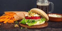 Rødbetburger med chevre og aioli