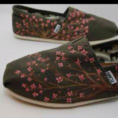 Kind of obsessed with toms right now... Ya know, Easter is coming. I would trade a whole basket of candy for a pair of these
