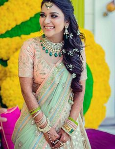 Mehendi Day look inspiration for the brides to be ❤❤ Flowers in her hair Captured by Bridal Hairstyle For Reception, Bridal Hairstyle Indian Wedding, Bridal Hairdo, Indian Wedding Hairstyles, Bride Hairstyles, Open Hairstyles, Wedding Hairdos, South Indian Bride Hairstyle, Hair Wedding