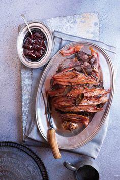 Dis regtig 'n baie lekker manier om 'n heel boud gaar te maak. Venison Recipes, Roast Recipes, Cooking Recipes, Healthy Recipes, Savoury Recipes, South African Dishes, South African Recipes, Slow Roast, Time To Eat