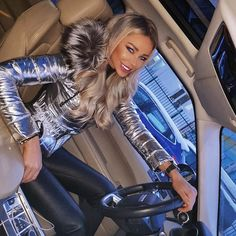 Edgy silver metallic jacket with faux fur trim and black leather pants. Other Outfits, Sexy Outfits, Cute Outfits, Moncler Jacket Women, Puffer Coat With Fur, Snow Outfit, Fur Clothing, Puffy Jacket, I Love Girls