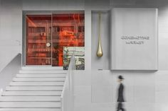 Completed in 2019 in Shenzhen, China. Images by Xiaoyun. The Conemoting Market lies next to the old residential buildings of the in Shenzhen, China. A shop in this market is chosen by Cecily and J. Giant Giraffe, Futuristic Interior, Exposed Concrete, Glass Partition, Concrete Structure, Retail Interior, Retail Space, Industrial Chic, 1990s