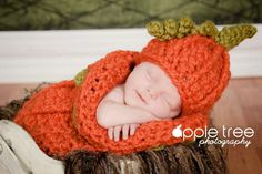 Crochet Pattern for Halloween Chunky Pumpkin Beanie Hat and Baby Cocoon - months - Welcome to sell finished items Halloween Costume Patterns, Baby Halloween Costumes, Halloween Kostüm, Halloween Crochet, Pumpkin Hat, Baby In Pumpkin, Pumpkin Ideas, Crochet Baby Cocoon, Crochet Baby Hats