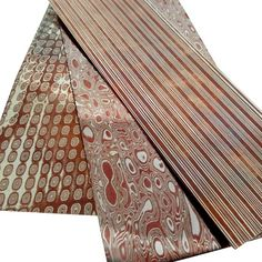 Mokume gane is a beautiful patterned metal originating from Japan. Copper Work, Copper And Brass, Metal Jewelry, Jewelry Art, Jewelry Tools, Jewelry Ideas, Metal Clay, Metal Art, Metal Forming