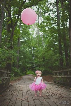 First birthday picture ideas to inspire your baby's birthday photo shoot! 12 super cute and creative ideas for taking first birthday pictures! # Birthdays pictures First Birthday Picture Ideas Birthday Girl Pictures, First Birthday Photos, Birthday Ideas, Birthday Banners, Farm Birthday, Birthday Tutu, Birthday Messages, Birthday Month, Birthday Quotes