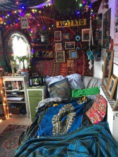 Hippie Bedroom Decor, Indie Room Decor, Room Design Bedroom, Room Ideas Bedroom, Cool Bedroom Ideas, Hippy Bedroom, Hippie Bedding, Cool Room Decor, Bedroom Inspo