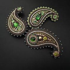 ПРОДАЖА ЭКСКЛЮЗИВНЫХ УКРАШЕНИЙ РУЧНОЙ РАБОТЫ Bead Embroidery Jewelry, Ribbon Embroidery, Beaded Jewelry, Brooches Handmade, Handmade Jewelry, Sugar Beads, Tambour Beading, Barrettes, Beaded Christmas Ornaments