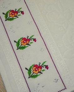 Ekran Cross Stitch Embroidery, Cross Stitch Patterns, Kare Kare, Bookmarks, Elsa, Diy And Crafts, Knitting, Floral, Handmade