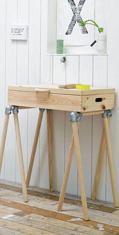 Een leuke en originele sidetable maken? Dat kan al met 8 poten en een houten kistje. Ga snel zelf aan de slag!