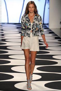Nicole Miller (Spring-Summer 2015) R-T-W collection at New York Fashion Week  #AgataDanilova #AgnesSokolowska #CourtneyShallcross #ErjonaAla #HeidiMount #IsabelScholten #JessikaAlves #LeafZhang #LindsayByard #MeganIrminger #NewYork #NicoleMiller #OdaNordengen #OxanaMoiseeva #RinaKaruna #SenaitGidey #SherryQ #SigneRasmussen #ValeriaDmitrienko #VanessaMoreira #ZhenyaKatava #ZosiaNowak See full set…
