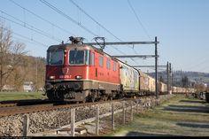 Net Photo: 430 370 SBB Re 430 at Winterthur, Switzerland by Georg Trüb Winterthur, Location Map, Photo Location, Swiss Railways, Electric Locomotive, Switzerland, Trains, Image, Train