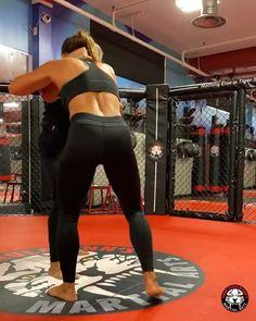 Krav Maga Self Defense, Self Defense Moves, Self Defense Martial Arts, Mixed Martial Arts Training, Martial Arts Workout, Mma Workout, Kickboxing Workout, Martial Arts Techniques, Self Defense Techniques