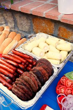 Get ready for your of July party with these fun red white and blue party ideas. Grab of July desserts ideas, decorations, and other diy projects. Red White and Blue of July Party - Hot dogs, hamburgers, and corn for your summer barbecue Party Food Bars, Party Food Platters, Bbq Food Ideas Party, Bbq Ideas, Fourth Of July Food, 4th Of July Party, July 4th, 4th Of July Camping, Patriotic Party