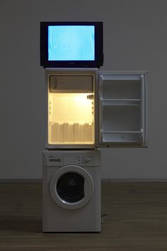 """By DANH  VO _ """" Oma Totem """" ,ART INSTALLATION ( 2009 )"""