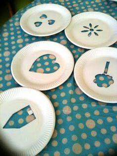 plantilles amb plats de paper per fer estampacio i pintar amb esponja
