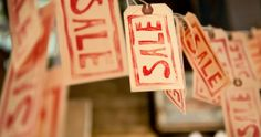 5 Thrift Store Employees Share The Secrets Of Resale Shops – Urbo Price Strategy, After Christmas Sales, Thrift Shop Finds, Thrift Stores, Fun Learning, Business Tips, Ecommerce, Thrifting, Blog
