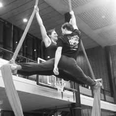 Friends-splits are funny😆😂 #friends #fun #aerialfun 💪 #friends #splits #vertikaltuch #aerialsilks #aerialdance #dance #akrobatik #acroyoga #yoga #zürich #züri #zürichcity #aerial #streching #strech #flex #flexible #dehnen #dehnung #spagat