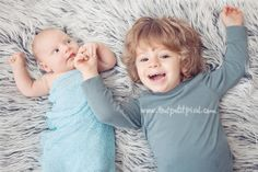 6 tips for photographing newborns w/ siblings by Lisa Tichane on CM blog