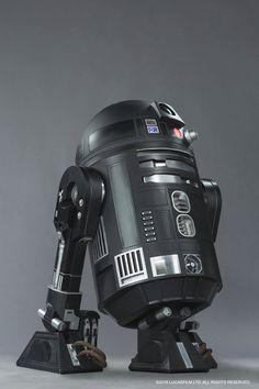 A LucasFilm liberou a primeira imagem do novo droide que será apresentado em…