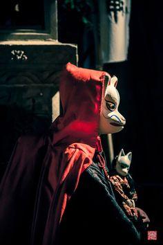 狐 Japanese Culture, Japanese Art, Japanese Style, Fantasy Inspiration, Character Inspiration, Character Design, Kitsune Maske, Japanese Fox Mask, In Praise Of Shadows