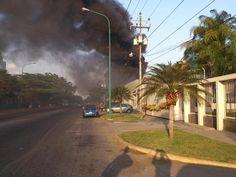 El incendio en la Zona Industrial sería una fábrica de cosmeticos. vía @911_RescateSEL
