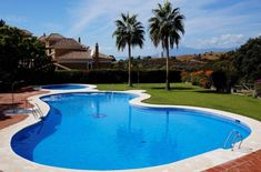 Stand Inmobiliario Marbella - http://standmarbella.co.uk/   COSY detached 3 bedroom #villa in the #luxury development of Santa Clara #Golf. This south-east facing #property enjoys a frontline golf position & #sea views! It offers fantastic features such as a small guest apartment, en-suite bathrooms, large terrace, private garden & well maintained communal areas with a swimming pool. The urbanisation has 24hr security & is close to all amenities, schools & beaches. Contact us! Ref: R2514419