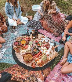 Q A with Picnic Portal s Prue Rustean Wandering Folk Picnic Date, Beach Picnic, Summer Aesthetic, Aesthetic Food, Comida Picnic, Pyjamas Party, Boho, Picnic Birthday, Picnic Foods