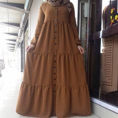 Diffrent Style Abaya/Gaon For Women 😍 Price Only To place order and more information DM💌 Hijab Fashion 2016, Pakistani Fashion Party Wear, Muslim Women Fashion, Modern Hijab Fashion, Abaya Fashion, Fashion Dresses, New Dress Pattern, Hijab Evening Dress, Mode Abaya