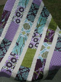 lovely Brick Layer quilt, love the purple.