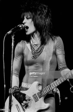 News Photo : Joan Jett at the Holiday Star Theater in. Resident Name: Mötley CrüeEvent Name: Motley Crue/Def Leppard/Poison/Joan Jett and the BlackheartsDate: Location: Washington, DCEvent Venue: Nationals Park Joan Jett, Chicas Punk Rock, Estilo Punk Rock, Rock And Roll Girl, Rock N Roll, Filles Punk Rock, Chica Heavy Metal, Female Rock Stars, Punk Rock Girls